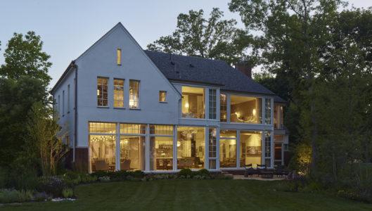Modern Lakeshore House